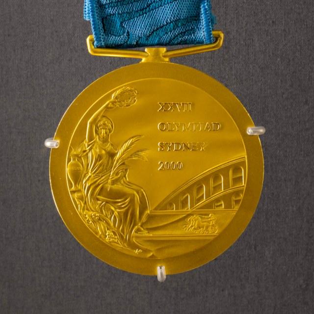 フェンシング金メダル