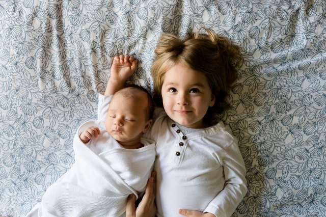 姉妹の昼寝