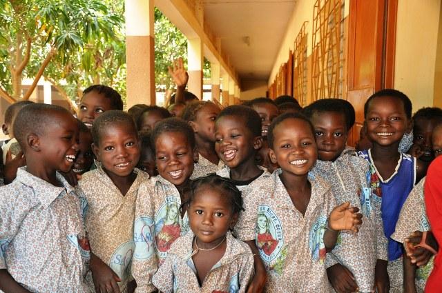 たくさんの子供たちの笑顔