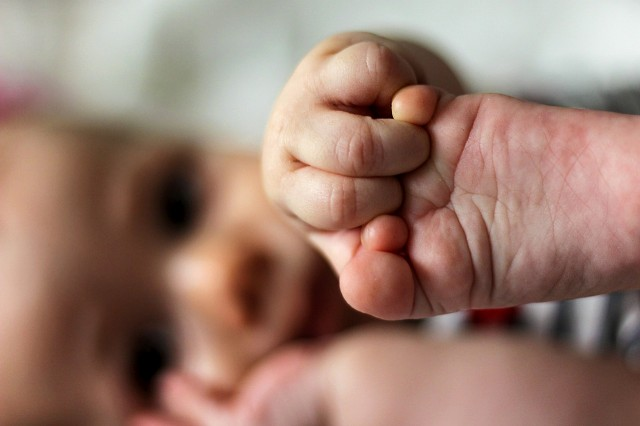 赤ちゃんの手足